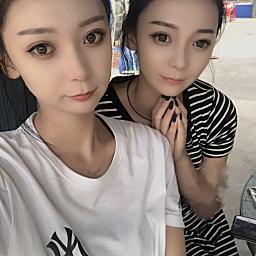雙胞胎思念姐姐.